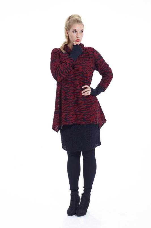 Strickjacke mit Zebramuster in der Farbe rot in Wolle von der Marke EO Design