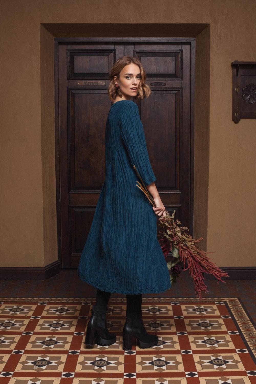 langes Kleid gecrashter Seide in der Farbe petrol blau von der Modemarke Grizas