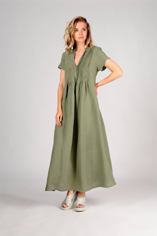 langes Kleid in grün von der Modemarke Grizas
