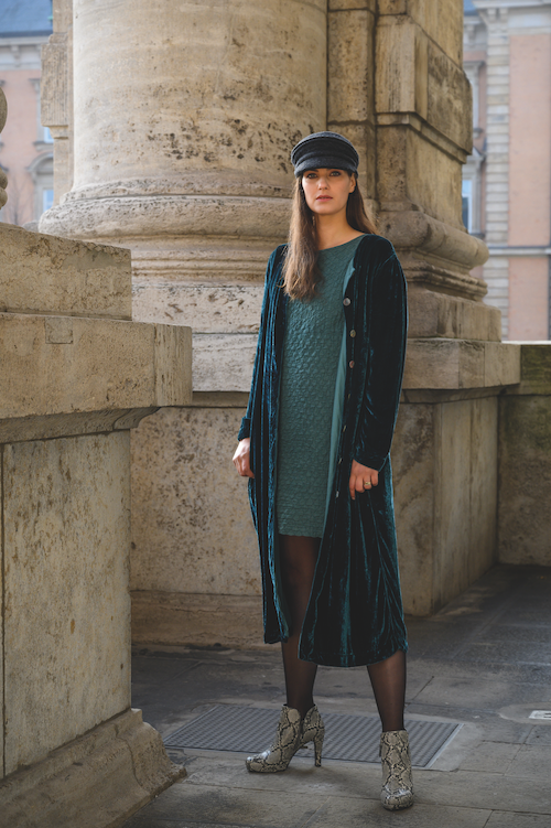 lange Samt Jacke Mantel in der Farbe petrol von der Modemarke Prächtig Berlin