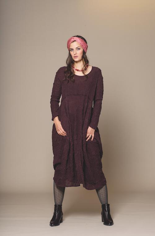 langes Seidenkleid von der Modemarke Prächtig Berlin
