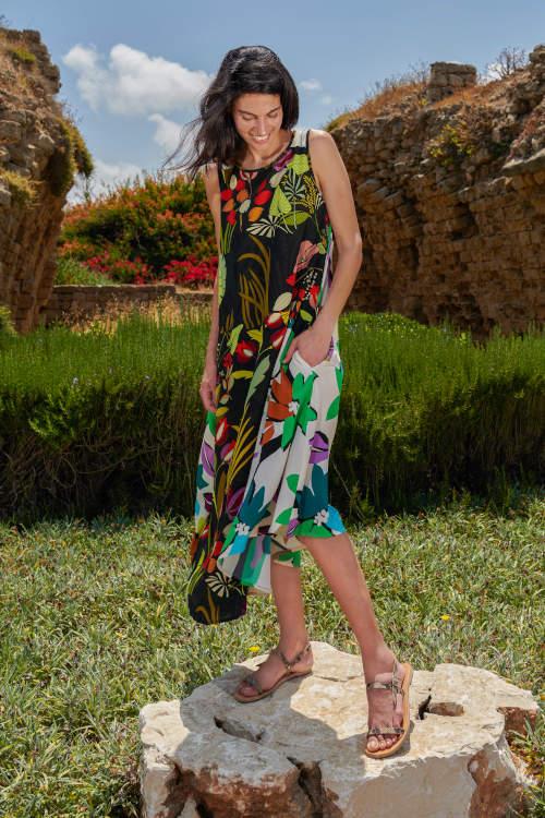 Kleid der Marke Alembika ohne Arm Mustermix schwarz mit Blumen beige mit Blumen au der KollektionSommer 2021