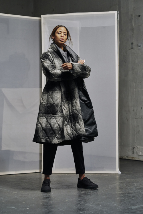 Wendemantel von der Marke elemente clemente grau schwarz karriert überwiegend aus recycelten Materialien Kollektion Herbst Winter 2020 2021